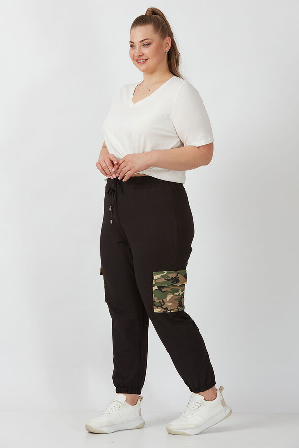 CARGO JOGGING TROUSERS WITH CAMOUFLAGE DETAIL