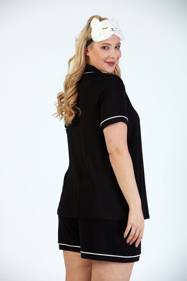 SHORT / T-SHIRT SET WITH CONTRAST DETAIL